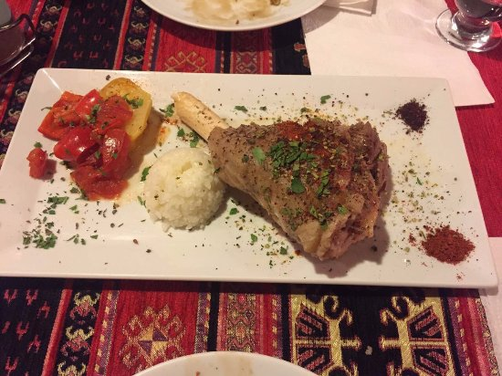 Pumpkin Goreme Restaurant and Art Gallery: This lamb!!! delicious!