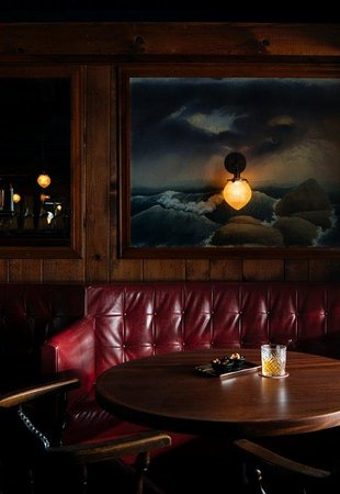 Greenport, NY: Get comfortable in the Bar