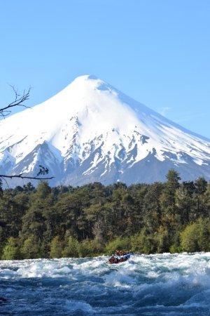 Alsur Expediciones: Rafting en el rio Petrohue y Volcan osorno