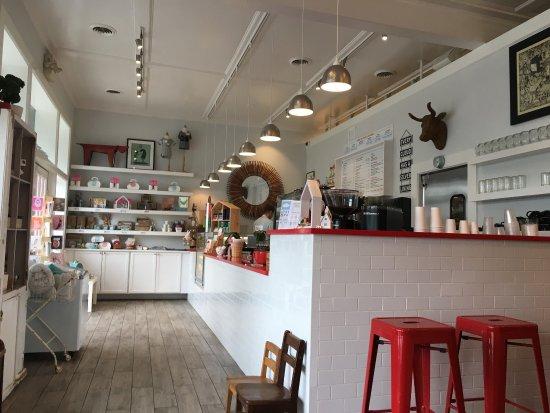 Henny Penny Art E Cafe Photo0 Jpg