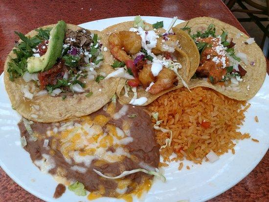 Miguel's Cocina : Three tacos