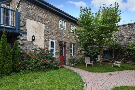 Brockville, Kanada: The Coach House Unit 35  2 bedroom separate historic house sleeps 4 to 8