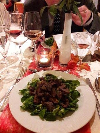 Goldbachel Restaurant & Cafe: Wildhasenfilet auf Feldsalat mit Hibiscusdressing