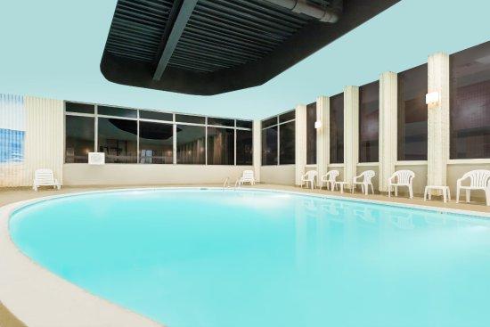 Pool - Picture of Wyndham Philadelphia - Mount Laurel - Tripadvisor