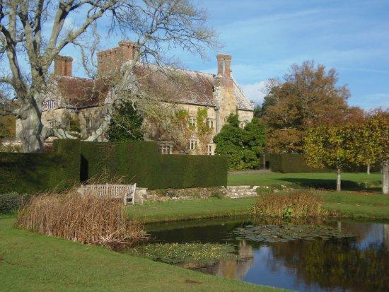 Burwash, UK: Pond and house at Batemans