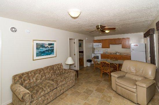 Lake Ozark, MO: 2-Bedroom Private Cabin #17