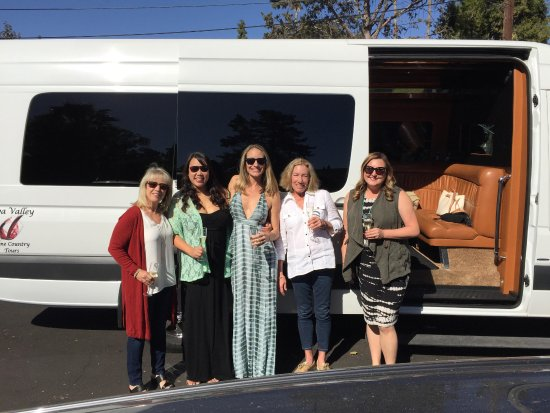 Napa Valley Wine Country Tours: Wedding dress hunters!