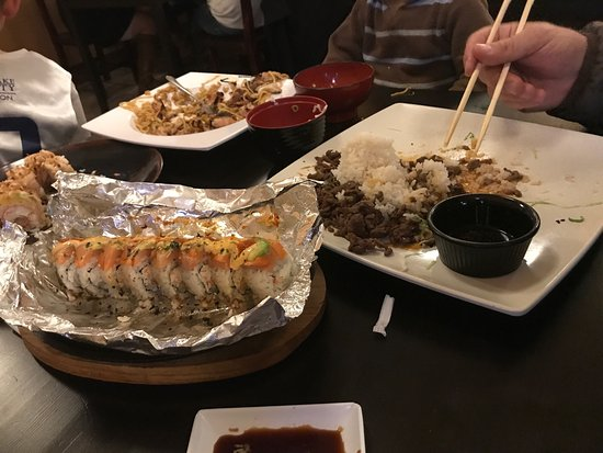 Midvale, Юта: So delicious! A new favorite restaurant!! Firebird roll (comes out wrapped in flaming foil), Rom