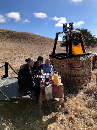 Santa Ynez, CA: Fruit and champagne tailgate at the end of the flight.