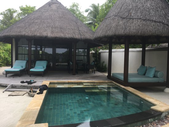 Four Seasons Resort Maldives at Kuda Huraa: Outdoor day bed and plunge pool.