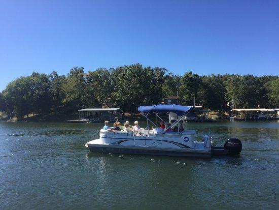 เลกโอซาร์ก, มิสซูรี่: Tritoon Boat Rental