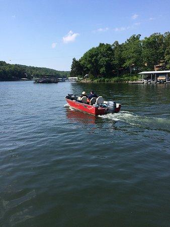 Lake Ozark, MO: Lund Fishing Boat Rental