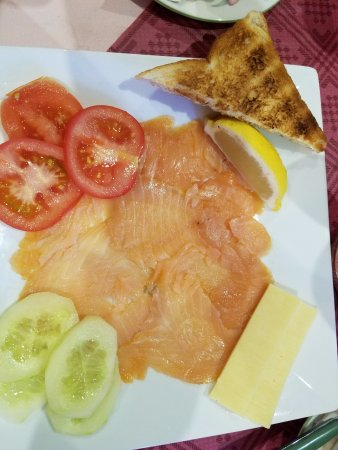 Woodlands Bed & Breakfast: Smoked Salmon with Cheese, Cuc, Tomato & Toast. YUM!