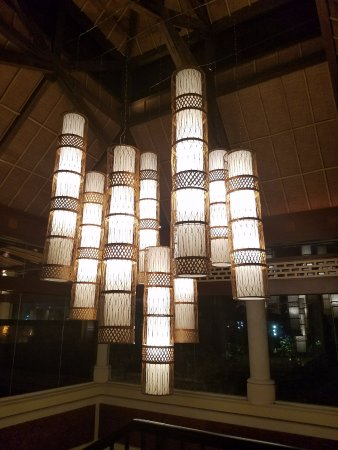Loews Royal Pacific Resort At Universal Orlando: Lighting Near The Lobby  Area