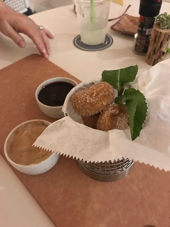 Jensen Beach, Flórida: TO DIE FOR warm sugar donuts!