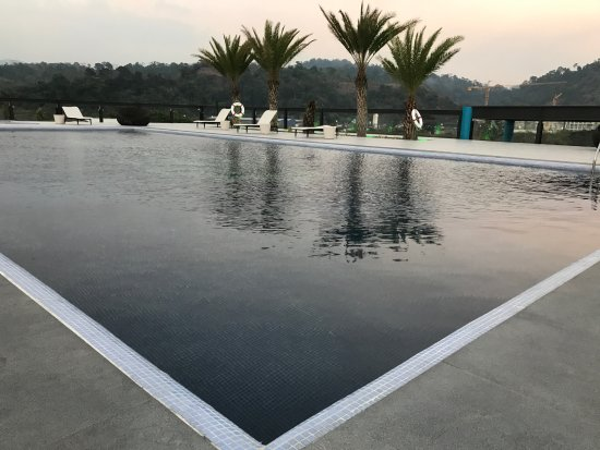 Subic, Filipinas: Roof pool area