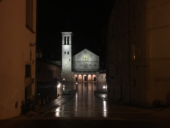 ‪‪Duomo di Spoleto‬: On a rainy night‬