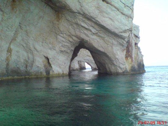 Limni Keri, Yunani: sailing around keri caves