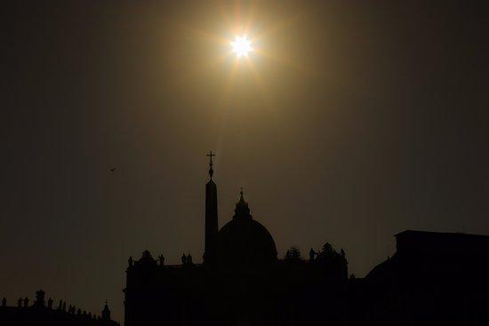 Villa Adriana, Ιταλία: Meydanda gün batımı da güzel görünüyor şimdi Allah var