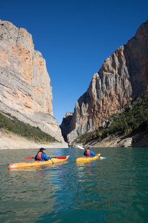 Ager, Spania: Paso de los kayaks a través del Congost de Mont-Rebei.