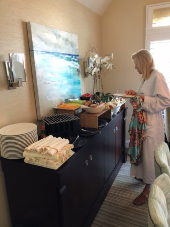 L'Auberge Del Mar: Breakfast spread delivered to presidential suite - great breakfast burritos!