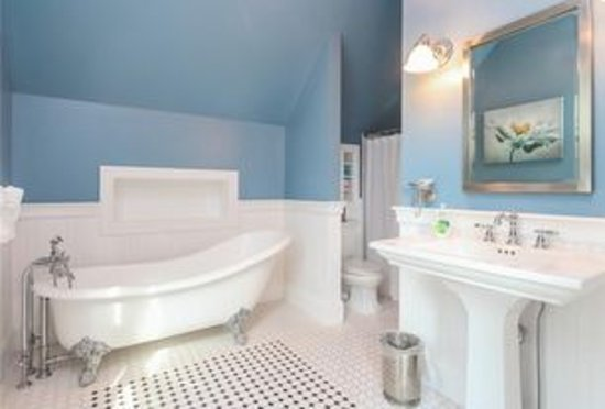 Newport Blues Inn: New Orleans Suite bathroom