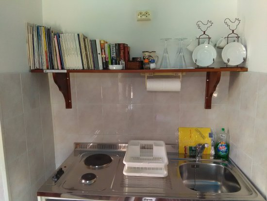 Avgonima, กรีซ: Apartment kitchen