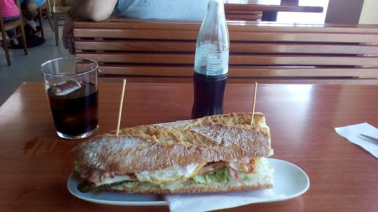 La Muela, Spanien: Hamburguesa XL (con huevo frito)
