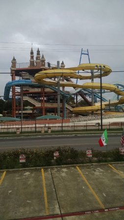 The Resort at Schlitterbahn: Great view of the Big Rides!