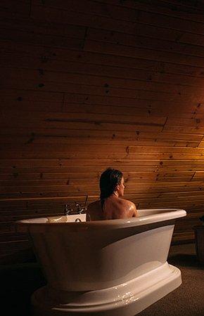 Richland Center, WI: Log Cabin Bath