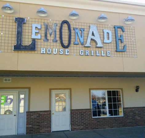 Poplar Bluff, MO: Shopping mall Entrence to restaurant