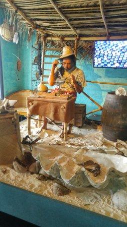 Musee de la Perle Robert WAN - The Robert WAN Pearl Museum: A video explains the minig process