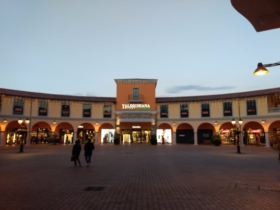 Valdichiana Outlet VIllage - Bild von Valdichiana Outlet Village ...