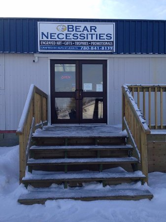 High Level, Canadá: Bear Necessities storefront