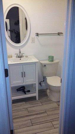 Hamden, CT: bathroom