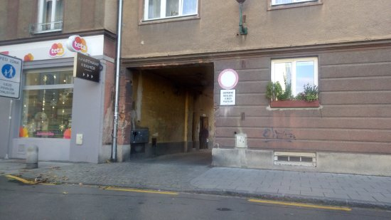 Opava, República Checa: Entrance to the parking