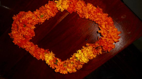 Samode Palace Restaurant : Welcome floral wreath