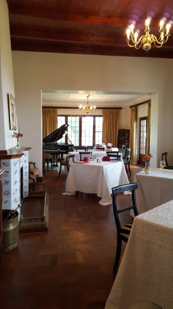 Paarl, South Africa: inside restaurant