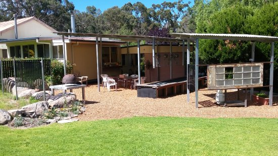 Ballandean, Australia: Outdoor barbeque and firepit, with wood fired pizza oven