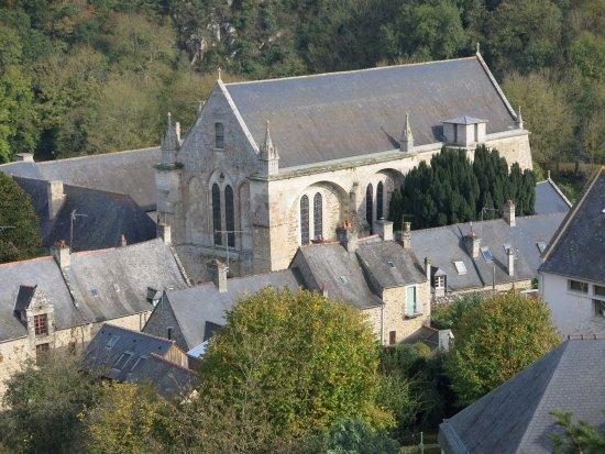 Lehon, Francja: Vue de l'Abbaye depuis le château.