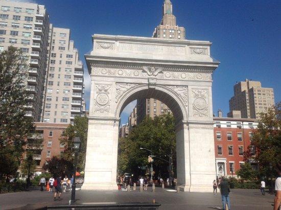 Washington Square Park : Monument