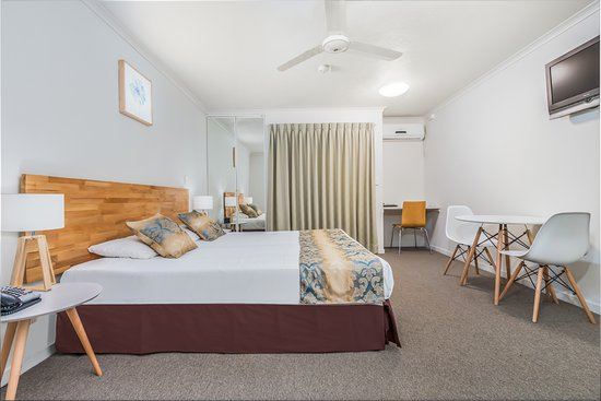 Parkview Apartments: studio room