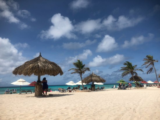 Arashi Beach - Huts are public, chairs and umbrellas are for rent