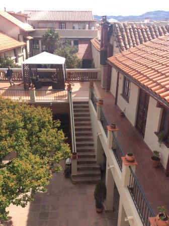 Hotel Boutique La Posada: View into courtyard from top floor of La Posada