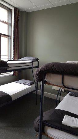 Tuatara Lodge: 4 person mixed dorm room $32