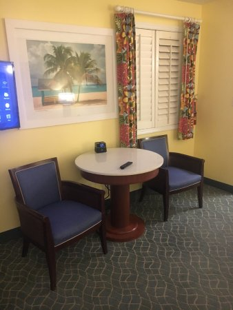 Sunshine Suites Resort: Living area for 1 BR
