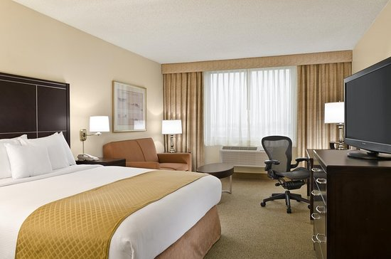 Commerce, CA: King Bed Room