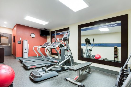 West Mifflin, Пенсильвания: Fitness Room Mirror