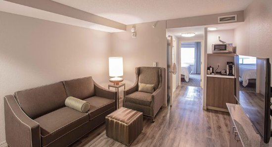 Urbandale, Αϊόβα: King Deluxe with Sofa Bed Living Room