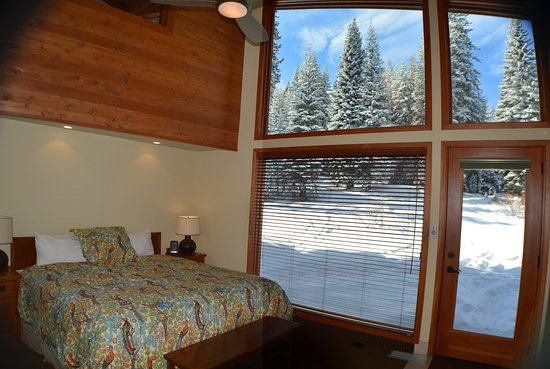 Montecito Sequoia Lodge & Summer Family Camp: Forest Cabin View